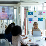16 formas de ajudar trabalhadores remotos a sentirem-se na sala de conferências